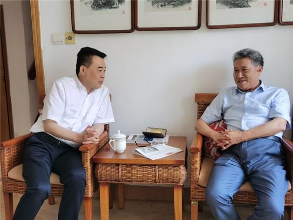 孔晓宏在市区和芜湖走访看望老干部