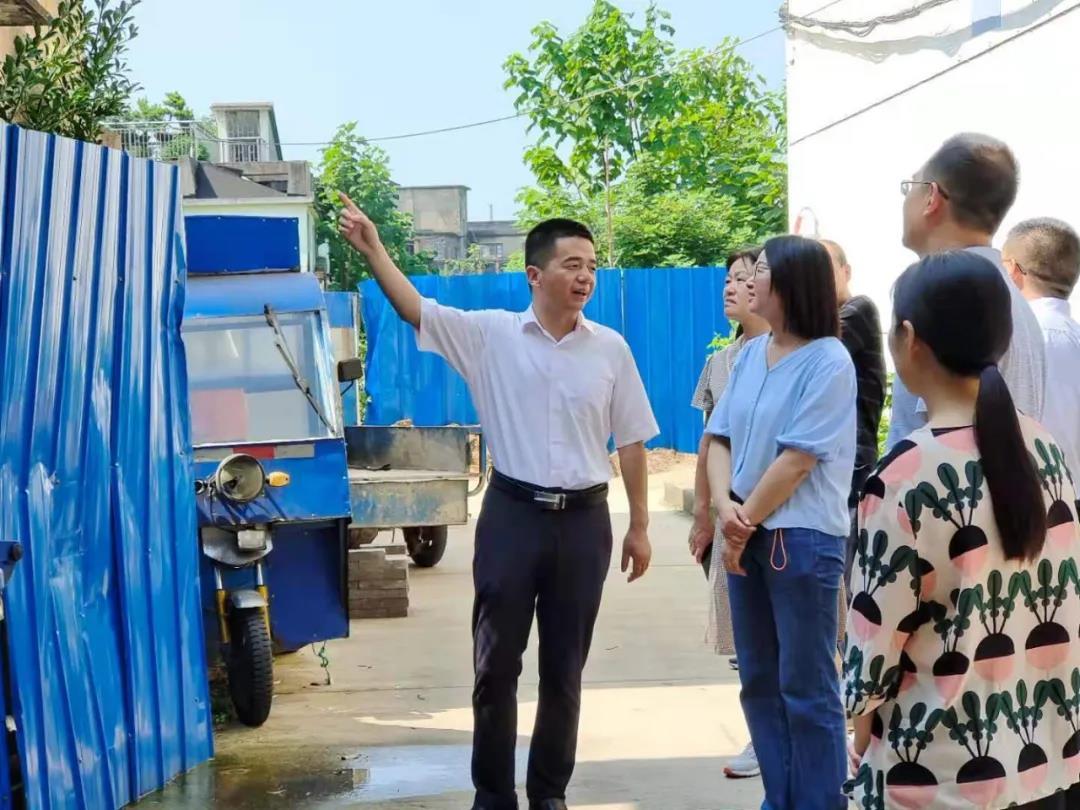 邱铁军、韩慈惠到建平镇建平社区调剂文化建立联点共建任务