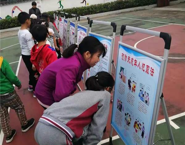旌德县版书镇中心小学举办法制宣传教育讲座2.jpg